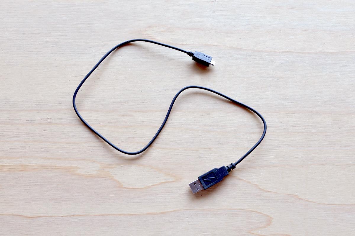 充電機・充電ケーブル