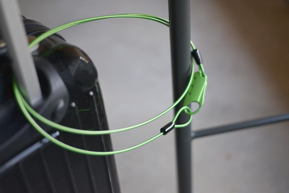 自由に暗証番号を設定できる3ダイヤル搭載の自転車やスーツケースの盗難を防ぐワイヤーロック