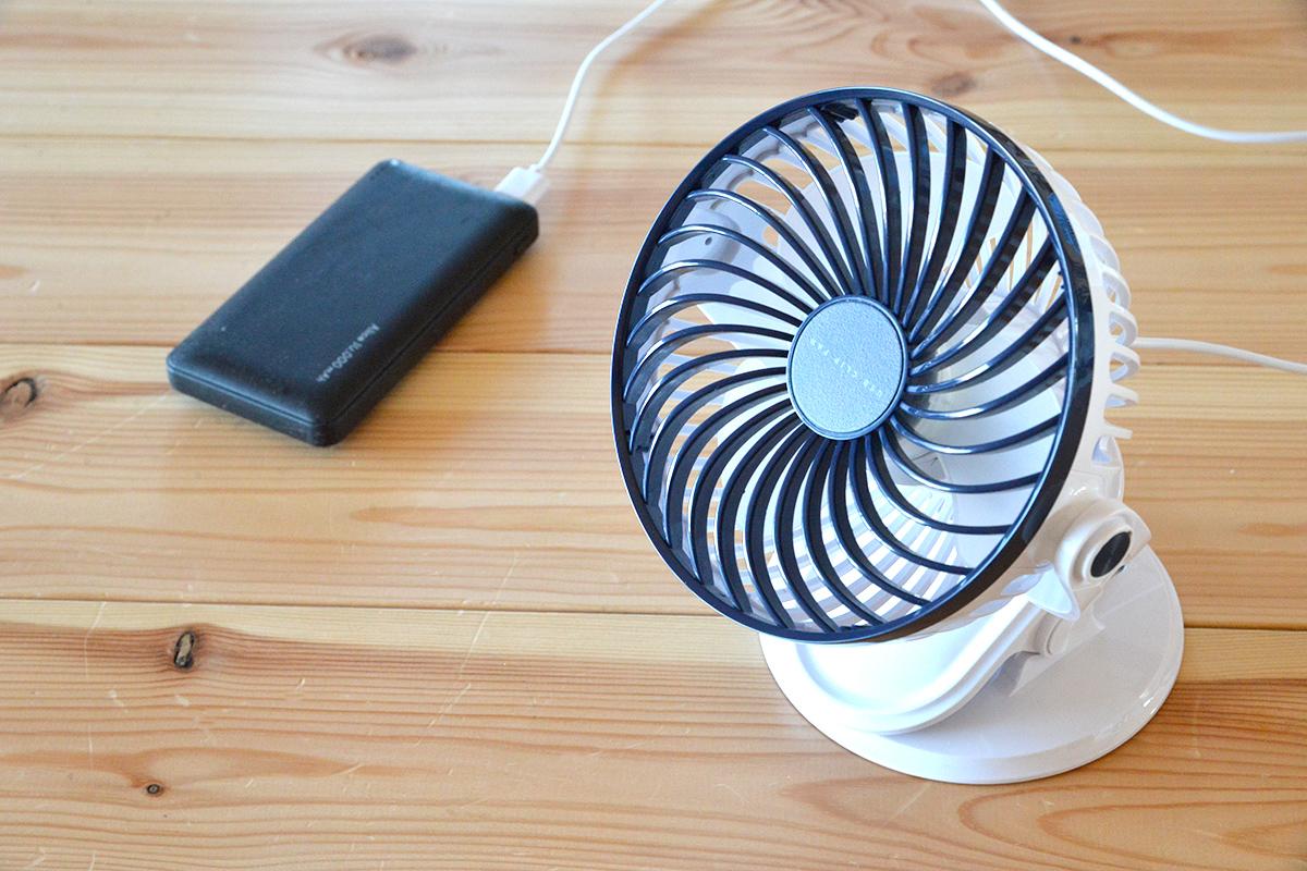 デスク周りはもちろん屋外や車内に持ち出してもガンガン使えるUSB扇風機