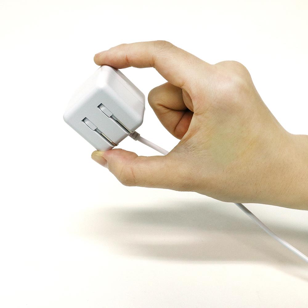 キューブ型充電用ACアダプタ ケーブル一体型 2.4A出力対応 [IPA-CCA]