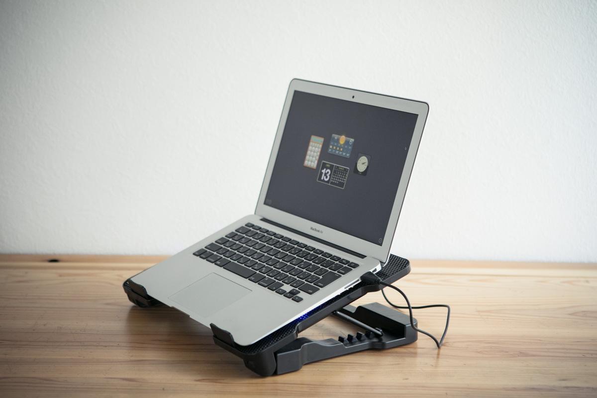 ノートパソコンを効果的に冷やし熱暴走を防ぐPCスタンド